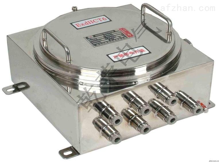 不锈钢防爆接线盒是一种用电线接头或转弯部位用来保护电线不和外界接触而达到防爆功能的一种常用的电工辅料。不锈钢防爆接线盒外壳使用优质不锈钢拉伸成型,结实耐用,防腐蚀性强。 防爆不锈钢接线盒常规通头个数为1-4个通头,常规通头大小有1/2和3/4两种。外形为圆形,常规外径为85MM,内径为55MM。如需要非常规,请事先说明规格要求。 防爆不锈钢接线盒是由乐清市乾荣电气有限公司提供的,如果您对防爆不锈钢接线盒有意向或者想了解更多关防爆不锈钢接线盒的相关信息如:价格、型号、图片,欢迎来电垂询、洽谈!