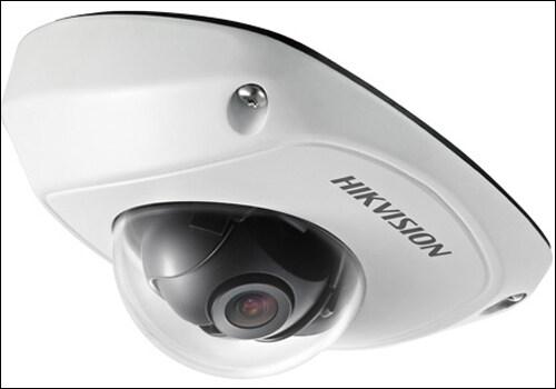 红外防水半球型车载摄像机,有两大优势,一是结构精巧,易于安装和维护