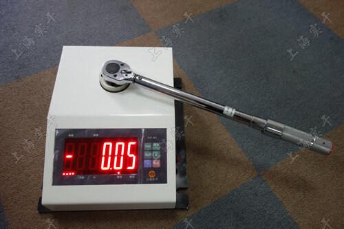 扭矩扳手扭矩测量仪工具
